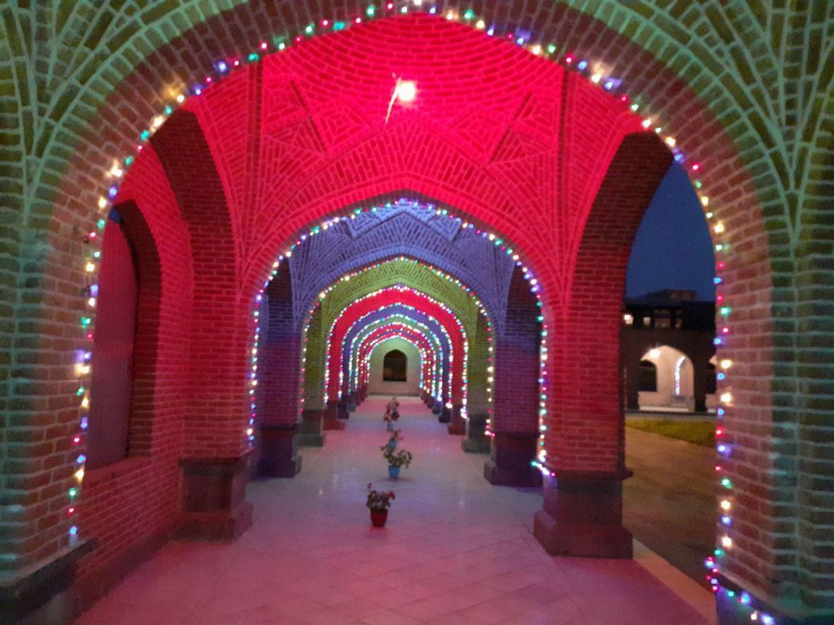 نورپردازی در رواق های بقعه شیخ حیدر مشگین شهر به انتها رسید