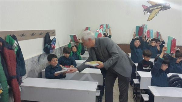 توزیع رایگان کتاب در مدارس به منظور کاهش نزاع