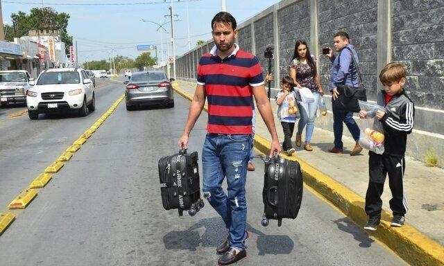 آمریکا دو مقام ونزوئلایی را بر سر فروش گذرنامه تحریم کرد