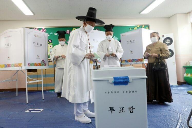 خبرنگاران انتها انتخابات پارلمانی کره جنوبی، احتمال پیروزی حزب حاکم