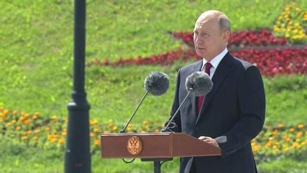 بزرگداشت روز روسیه در فضای باز ، پوتین بدون ماسک آمد