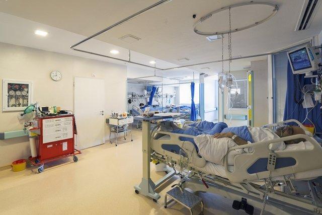 بخش آی سی یو(ICU)بیمارستان علی ابن ابیطالب(ع)رفسنجان دیگر گنجایش پذیرش بیماران کرونایی را ندارد