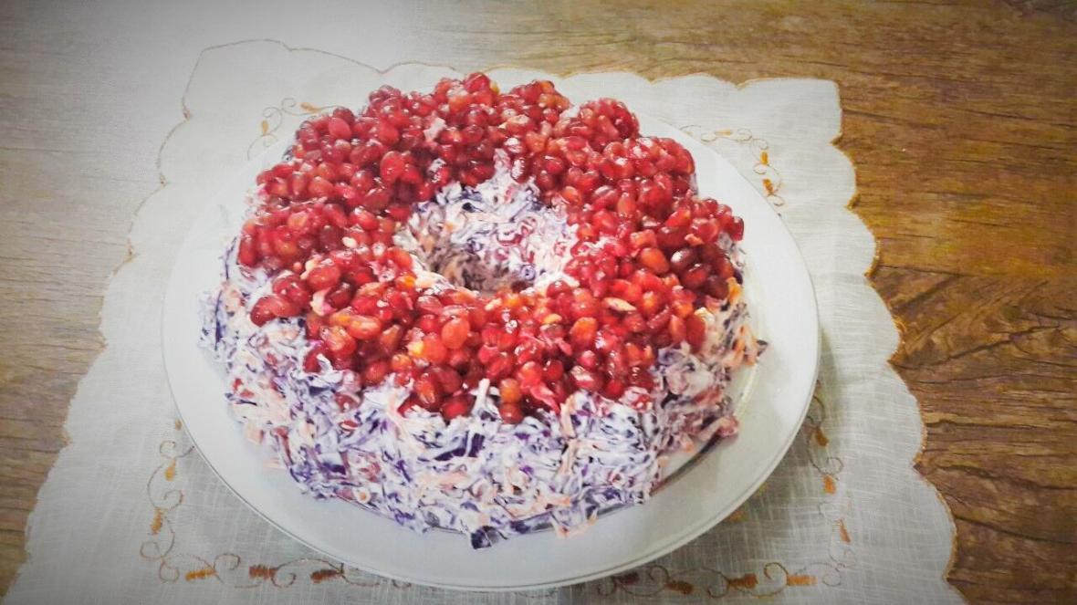 طرز تهیه سالاد یلدایی با انار و گل&zwnjکلم