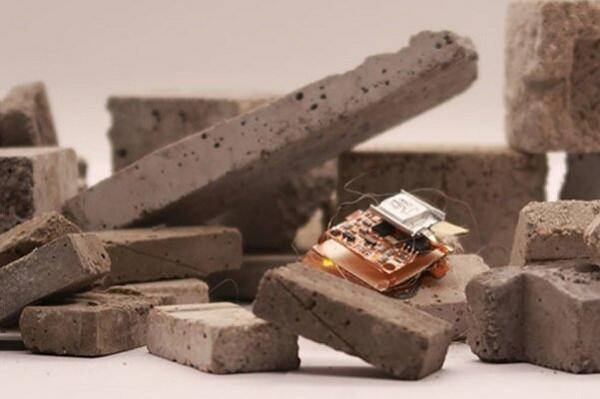 فراوری ربات حشره ای سریع با قابلیت آوارنوردی